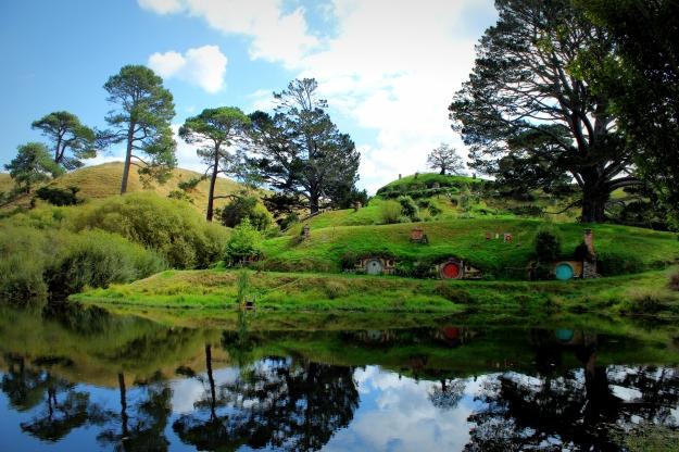 Hobbit_holes_reflected_in_water