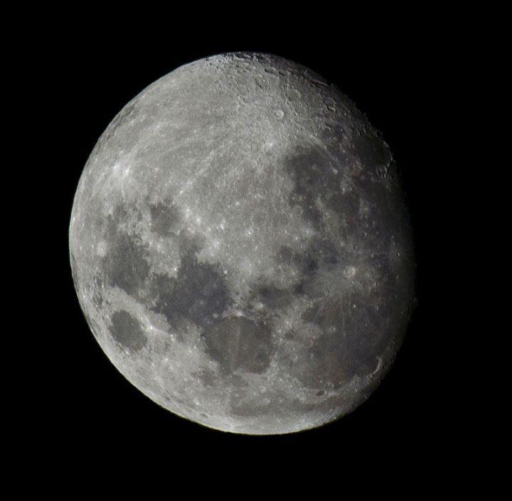 800px-luna_vista_desde_el_hemisferio_sur